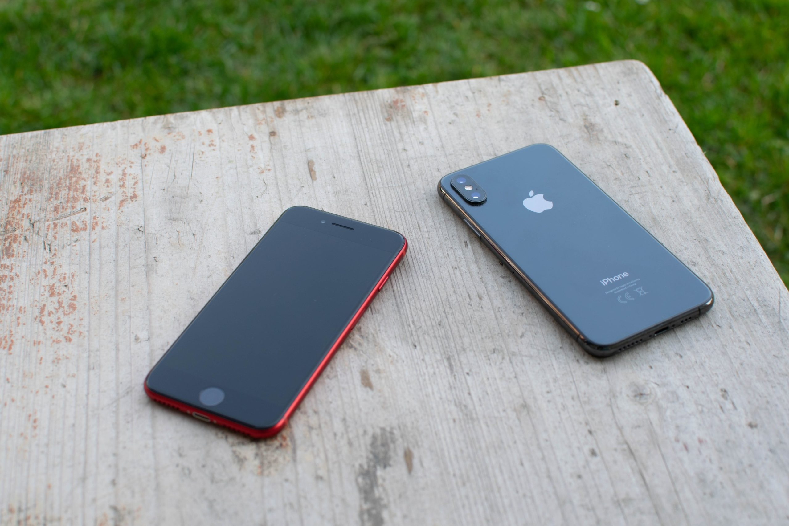 iPhone SE 2 and iPhone XS