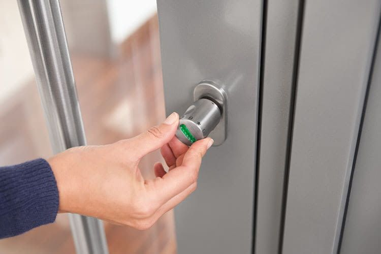 With ABUS CodeLoxx, residents open the door with a number ring and thus replace conventional keys