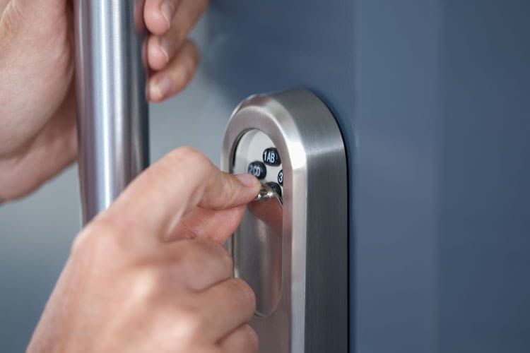 Thanks to a cover, users can hide the keypad of the ABUS security fitting SLT inconspicuously